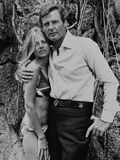 Roger Moore, Britt Ekland, The 007, James Bond: Man with the Golden Gun,1974--Photographic Print