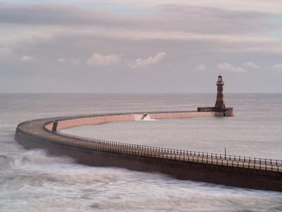 https://imgc.artprintimages.com/img/print/roker-pier-and-lighthouse-sunderland-uk_u-l-q10cv0p0.jpg?p=0