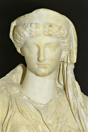 https://imgc.artprintimages.com/img/print/roman-civilization-statue-of-seated-livia-portrayed-as-ceres-from-roselle_u-l-pq4zzm0.jpg?p=0