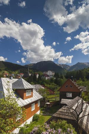 https://imgc.artprintimages.com/img/print/romania-maramures-statiunea-borsa-ski-resort-spring-village-view_u-l-pyord40.jpg?p=0