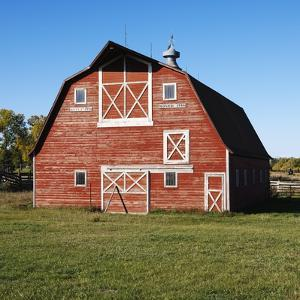 Red Barn by Ron Chapple