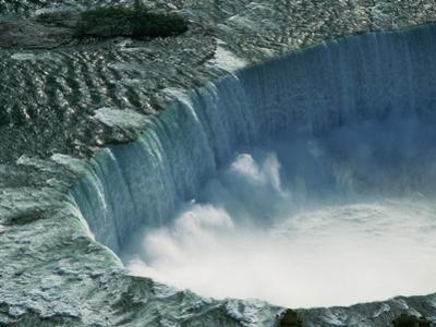 Water Rushing over Horseshoe Falls