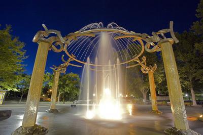 https://imgc.artprintimages.com/img/print/rotary-fountain-riverfront-park-spokane-washington-usa_u-l-pn73xz0.jpg?p=0