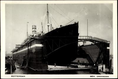 Rotterdam, Dampfschiff in Der Schwimmenden Werft--Giclee Print