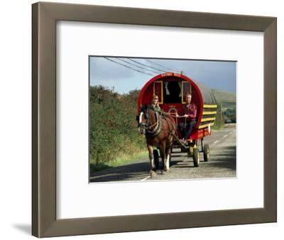Horse-Drawn Gypsy Caravan, Dingle Peninsula, County Kerry, Munster, Eire (Republic of Ireland)