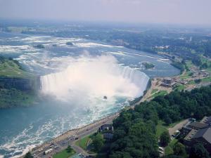 Horseshoe Falls, Niagara Falls, Ontario, Canada by Roy Rainford