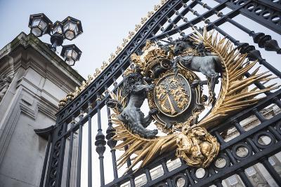 Royal Coat of Arms on the Gates at Buckingham Palace, London, England, United Kingdom, Europe-Matthew Williams-Ellis-Photographic Print