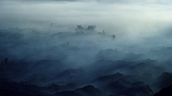 rudi-gunawan-land-of-fog