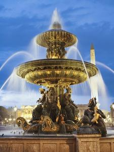 Fountain at The Place de la Concorde by Rudy Sulgan