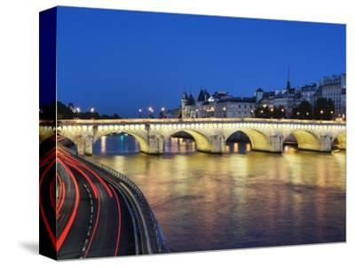 Pont Neuf at twilight