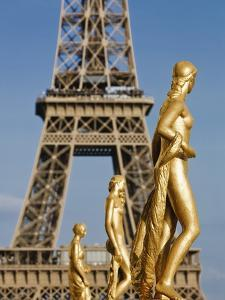 Statues at Trocadero and Eiffel Tower by Rudy Sulgan