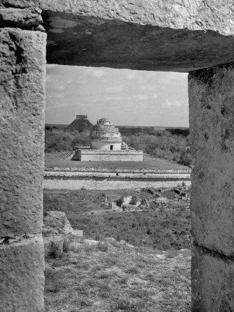 https://imgc.artprintimages.com/img/print/ruins-chichen-itza-through-an-archway_u-l-p755lw0.jpg?p=0