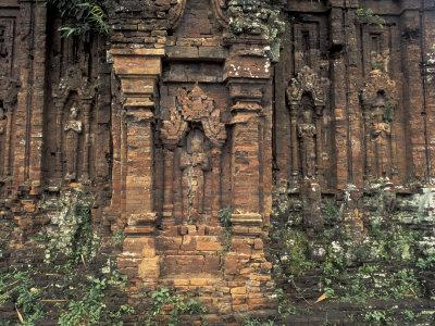 https://imgc.artprintimages.com/img/print/ruins-of-temple-my-son-vietnam_u-l-p4hl9d0.jpg?p=0