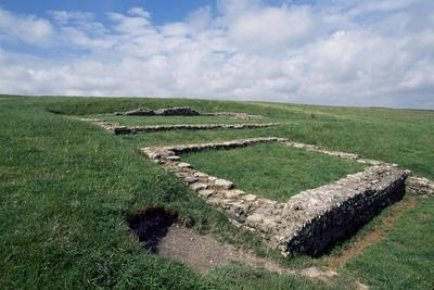 https://imgc.artprintimages.com/img/print/ruins-of-the-roman-temple-in-the-prehistoric-fortress-of-maiden-castle_u-l-pq5f270.jpg?p=0