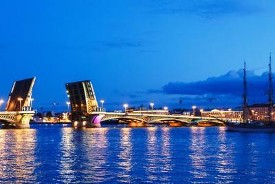 Annunciation Bridge in Saint-Petersburg