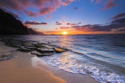 Sunset over the Na Pali Coast from Ke'e Beach, Haena State Park, Kauai, Hawaii, USA