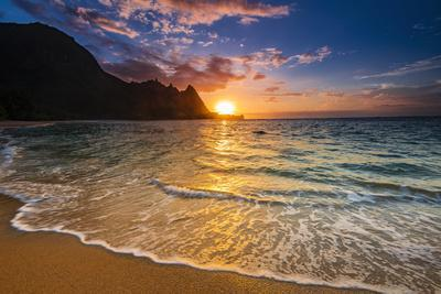 Sunset over the Na Pali Coast from Tunnels Beach, Haena State Park, Kauai, Hawaii, USA