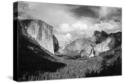 Yosemite Valley from Tunnel View, California, Usa