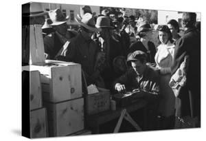 Distributing Surplus Commodities by Russell Lee