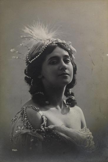 Russian Ballerina Tamara Karsavina, 1912--Giclee Print