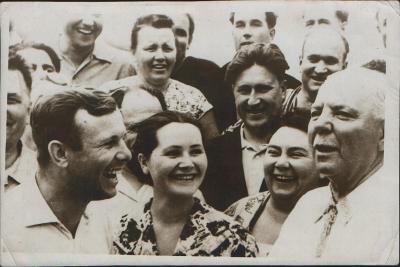 Russian Cosmonaut Yuri Gagarin with His Wife, 1962--Giclee Print