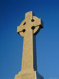 Celtic Cross, Aberdaron, Lleyn Peninsula, Gwynedd, Wales, UK, Europe by Ruth Tomlinson