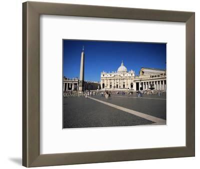 Piazza San Pietro (St. Peter's Square), View to St. Peter's Basilica, Vatican City, Lazio, Italy