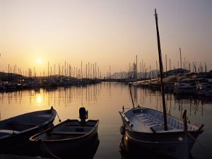 The Harbour at Sunrise, Puerto Pollensa, Mallorca (Majorca), Balearic Islands, Spain, Mediterranean by Ruth Tomlinson