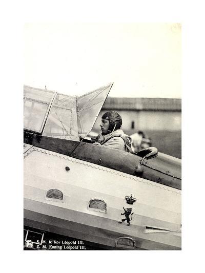 S.M. Le Roi Léopold III Asis Sur Un Aéroplane--Giclee Print