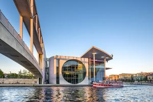Marie-Elisabeth-Lüders-Haus and River Spree, Government Quater, Mitte, Berlin, Deutschland by Sabine Lubenow