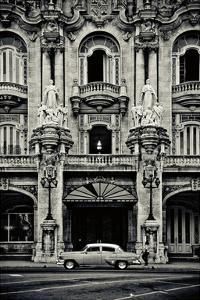 Gran Teatro de la Habana by Sabri Irmak