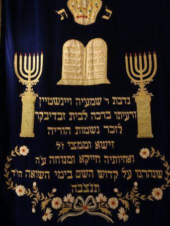 https://imgc.artprintimages.com/img/print/sacred-ark-curtain-in-stadttempel-synagogue-vienna-austria-europe_u-l-p9geoe0.jpg?p=0