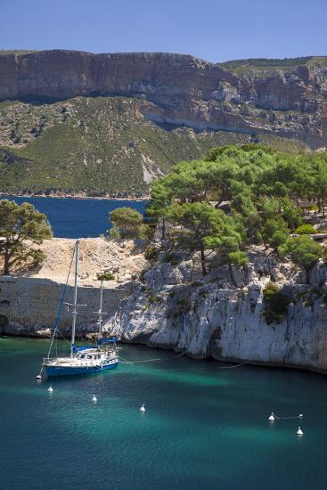 Sailboat, the Calanques, Cassis, Bouches-Du-Rhone, Cote d'Azur, Provence, France-Brian Jannsen-Photographic Print