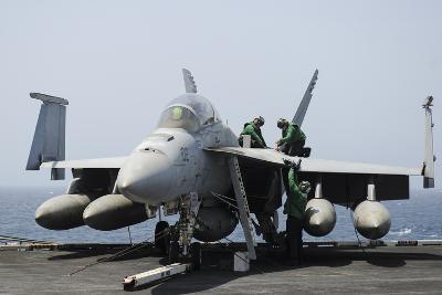 Sailors Perform Maintenance on an F-A-18F Super Hornet--Photographic Print