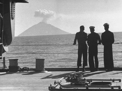 https://imgc.artprintimages.com/img/print/sailors-watching-smoke-coming-out-of-the-top-of-mt-stromboli_u-l-p3p1p10.jpg?artPerspective=n