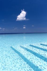Infinity Pool in the Maldives, Indian Ocean by Sakis Papadopoulos