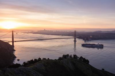 https://imgc.artprintimages.com/img/print/san-francisco-ca-usa-sunrise-view-over-the-golden-gate-bridge-and-the-city-of-san-francisco_u-l-q19n71k0.jpg?p=0