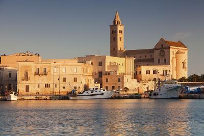 San Nicola Pellegrino Cathedral, at Sunrise, Harbour, Trani, Le Murge-Markus Lange-Photographic Print