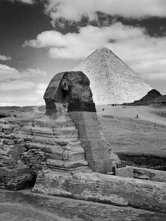 https://imgc.artprintimages.com/img/print/sandbags-being-used-to-protect-sphinx-against-enemy-bombs-giza-egypt-1942_u-l-q1312fy0.jpg?p=0