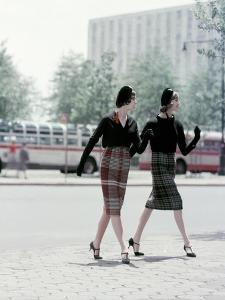 Vogue - August 1958 by Sante Forlano