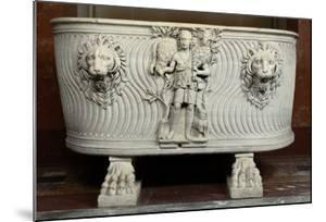 Sarcophage à strigiles : berger et têtes de lions