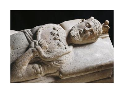 https://imgc.artprintimages.com/img/print/sarcophagus-of-senior-magistrate-wearing-necklace-with-pendants_u-l-pq6wqe0.jpg?p=0