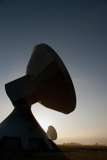 Satellit Raisting Erdfunk- razerzone23-Photographic Print