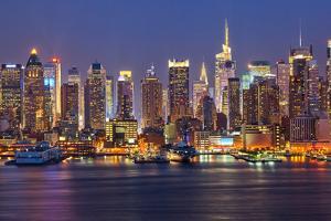 View on Night Manhattan, New York by sborisov