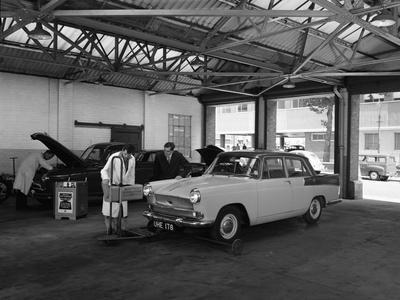 https://imgc.artprintimages.com/img/print/scene-in-globe-and-simpsons-auto-electrical-workshop-nottingham-nottinghamshire-1961_u-l-q10m5sj0.jpg?p=0