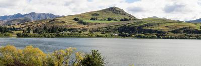 Scenic view of Lake Hayes near Arrowtown, Queenstown Lakes District, Central Otago, Otago Region...--Photographic Print