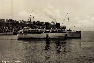 Schiff Roland Bremer Vor Helgoland in See--Giclee Print