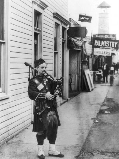 Scottish Bagpiper-Irving Underhill-Photo