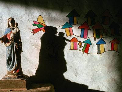 https://imgc.artprintimages.com/img/print/sculpture-and-wall-painting-in-church-solentiname-archipelago-esteli-nicaragua_u-l-p3sle90.jpg?p=0