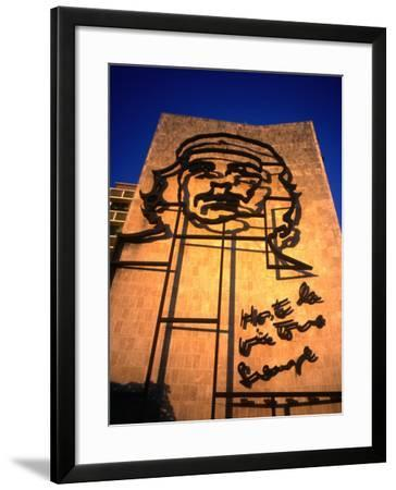 Sculpture of Che Guevara in the Plaza De La Revolucion, Havana, Cuba-Charlotte Hindle-Framed Photographic Print